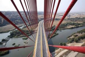 espana-puente-talavera-se-abre-al-trafico-la-ronda-del-tajo-con-el-puente-atirantado-mas-alto-de-espana$599x0